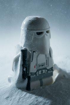 Un passionné reconstitue les scènes de Star Wars et Indiana Jones avec des LEGO de façon magistrale