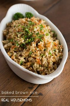 Brown rice gets a makeover with garlic and fresh herbs then baked until perfectly fluffy - this baked brown rice will be your new side dish staple!(Recipes To Try) Healthy Recipes, Side Dish Recipes, Whole Food Recipes, Vegetarian Recipes, Cooking Recipes, Healthy Brown Rice Recipes, Brown Rice Quinoa Recipe, Brown Rice Pilaf, Tasty Rice Recipes