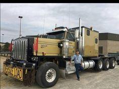 Bad ass KW C 500 Triaxle, The square construction fenders give it away & huge engine compartment give it away. Peterbilt, Kenworth Trucks, Mack Trucks, Big Rig Trucks, Semi Trucks, Cool Trucks, Pickup Trucks, Cool Cars, Heavy Duty Trucks