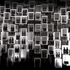 Eight hundred resin boxes are arranged atop steel rods of varying lengths, creating the sense that each box is ascending at its own pace, as if being drawn upward by an invisible thread. Some boxes hold Aesop formulations while others are designed to reward visitors' curiosity through unexpected sound, scent and touch.