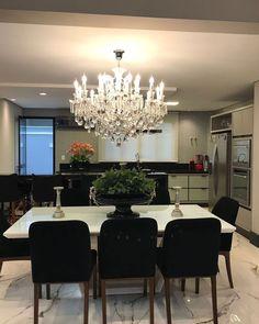 """3,392 curtidas, 29 comentários - MarianeBaptistaMarildaBaptista (@arqmbaptista) no Instagram: """"Sala de jantar com cadeiras pretas e mesa em laca e vidro branco!! Lustre maravilhoso!! Ao fundo…"""""""
