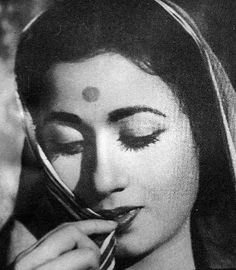 Madhubala with sister Chanchal in Mehlon Ke Khwab. Beautiful Bollywood Actress, Most Beautiful Indian Actress, Old Actress, Actress Photos, Bollywood Posters, Bollywood Pictures, Girl Drawing Sketches, Portrait Photography Poses, Vintage Bollywood