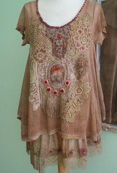 Palazzo, túnica romántica bohemia, lagenlook, moldeado a mano y bordadas alterado con encajes antiguos, adornos de época