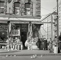 December 1936. At the K Grocery, a nice display of Crax and Jell-O. Scene on Bathgate Avenue in the Bronx. Photo by Arthur Rothstein.