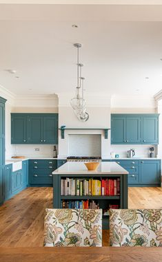 Large Kitchen Island with Open Shelving We recently completed this kitchen in Oxted, Surrey. The cli Open Plan Kitchen Living Room, Boho Kitchen, Kitchen Design, Kitchen Worktop, Kitchen Flooring, Large Kitchen Island, Kitchen Islands, 4 Bedroom House Designs, Inchyra Blue