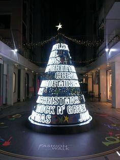 Christmas Light Show, Christmas World, Diy Christmas Lights, Unique Christmas Trees, Alternative Christmas Tree, Pink Christmas, Xmas Tree, Merry Christmas, Christmas Inspiration
