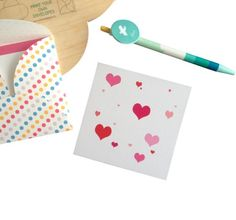 Dit minikaartje, ontworpen door Winkel van Papier, is een kaartje van 10x10 cm en op veel manieren te gebruiken. Als kaartje bij een cadeautje, bos bloemen of zomaar. Ook leuk om als notitiekaartjes te gebruiken of om als webwinkel mee te sturen met bestellingen. Gedrukt op 285 grams triplexkarton.