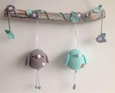 De leukste spulletjes voor in huis, kraamcadeautjes die te leuk zijn om cadeau te geven en ideeën voor de babykamer, traktaties en knutselwerkjes. Crochet Home, Crochet Gifts, Cute Crochet, Crochet For Kids, Crochet Dolls, Newborn Crochet, Crochet Baby, Knit Crochet, Diy Crochet Animals