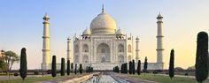 Situé à Agra, le Taj Mahal, qui signifie « Palais de la Couronne » en français, est l'une des 7 merveilles du monde. Situé aux bords de la rivière Yamunâ, la beauté de ce bâtiment tout de marbre blanc existe bien au-delà de son apparence - #easyvoyage #easyvoyageurs #clubeasyvoyage #terresdevoyages #travel #traveler #traveling #travellovers #voyage #voyageur #holiday #tourism #tourisme #evasion #inde #india #agra #tajmahal #amour #love