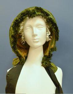 Green silk taffeta calash bonnet, ca 1790 to 1840   Missouri History Museum #vintage #vintagefashion