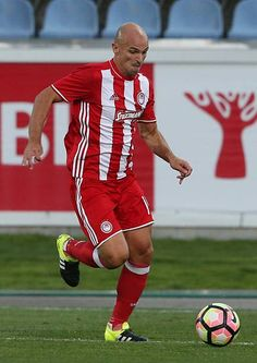 Olympiacos FC's midfielder from Argentina Esteban Cambiasso in action during the UEFA Europa League match between FC Arouca and Olympiacos FC at. Europa League, Legends, 1, Action, Sports, About Football, Buenos Aires Argentina, Football Soccer, Hs Sports