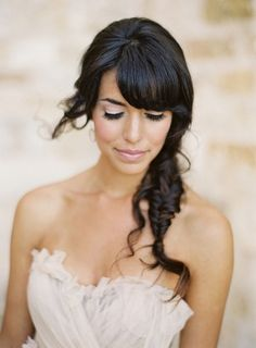 Acconciatura sposa con frangetta e treccia