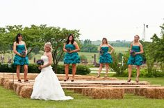 Maybe when I renew my vows I'll do an outdoor wedding and use bales of hay with a piece of wood on it for seating! :P