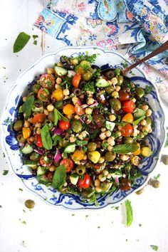 Mediterranean Chickpea Salad Recipe - The Suburban Soapbox Fresh Salad Recipes, Chickpea Salad Recipes, Salad Recipes Video, Vegetarian Recipes, Healthy Recipes, Balela Salad Recipe, Pesto Recipe, Mediterranean Chickpea Salad, Mediterranean Dishes