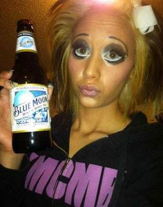 Here is a collection of 28 make up fails that will shock you, prepare you eyes for some horrendous pictures. Make Up Fails, Maquillage Horrible, Bad Makeup Fails, Makeup Gone Wrong, Peeling, Funny Fails, It's Funny, Funny Jokes, Horror Makeup