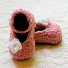 Ravelry: My Oh My Mary Janes - booties flower quick easy girl infant shoe pattern by Lorin Jean