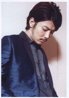 600full-tetsuji-tamayama.jpg 526×745 ピクセル