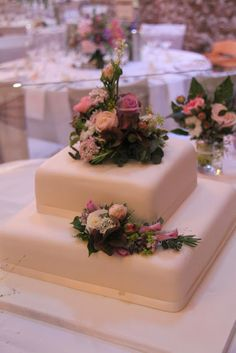 Flower Design Events: Wedding Cake Flowers - with white flowers