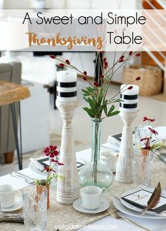 """Check out Up to Date Interiors ' easy tips for holiday entertaining in a small space. Click over for a """"thankful"""" printable to use at each place setting. Diy Thanksgiving, Thanksgiving Decorations, Table Decorations, Hacks, Holiday Tables, Diy On A Budget, Diy Crafts To Sell, Printing On Fabric, Fall Decor"""