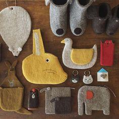 No photo description available. Felt Crafts, Fabric Crafts, Diy And Crafts, Arts And Crafts, Scrap Fabric, Sewing Toys, Sewing Crafts, Sewing Projects, Wet Felting