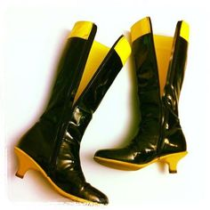 Stivali vintage da Paperinika gialli e neri! Vintage Super Daisy boots black & yellow by J&S Torino. Have a look...http://www.facebook.com/jsvintage
