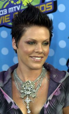 love Pink and her always short hair <3