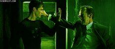 Antes de comenzar a rodar la primera entrega de Matrix, los actores principales pasaron cuatro meses en un riguroso entrenamiento con auténticos maestros en artes marciales de todo tipo. Keanu Reeves para rodar Matrix Reloaded tuvo que aprender más de 500 movimientos de artes marciales.