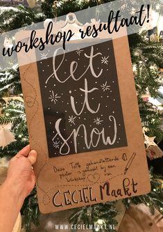Marieke maakten deze winter quote in een workshop handlettering & raamtekening gegeven door Ceciel Maakt. Het ontwerp is gebaseerd op 1 van de raamtekeningen uit etsyshop krijtstifttekening. #raamtekening #workshop #handlettering #krijtstift Winter, Cover, Books, Art, Winter Time, Art Background, Libros, Book, Kunst