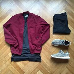 Adidas yeezy boost on - mens streetwear outfits flatlays Style Casual, Swag Style, Casual Wear, Casual Outfits, Look Fashion, Urban Fashion, Mens Fashion, Style Streetwear, Streetwear Fashion
