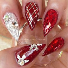 Pretty Christmas stiletto nails! | nail art ideas | festive holiday nail art | decorado de unas | ongles | acrylic and gel nails