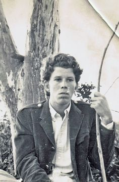 Total cognitive dissonance at the idea that Tom Waits was ever this young.