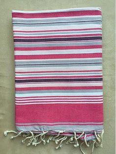 Tissage à plat 010 €16.00 Fouta tissée à plat 100 % coton Couleur : Fines rayures dans les nuances de Rose, Gris et Beige