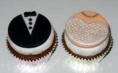 Cupcakes noivos - composto de massa, recheio, cobertura cremosa e decoração em pasta americana.
