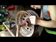 CURVADORA DE TUBOS MANUAL(tube bender) DOBRAS TUBOS 3/4 CONSTRUÇÃO PASSO A PASSO - YouTube Angle Grinder Stand, Mobile Mechanic, Wooden Wheel, Steel Rims, Mixer, Useful Life Hacks, Youtube, Blacksmithing, Inventions