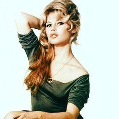 BB, 1958. Photographed by Sam Levin. #brigittebardot #brigitte #bardot #bb #vintage #samlevin #1950s #50s #fifties
