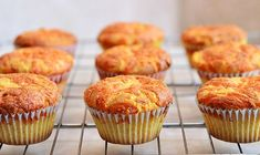 The best Cheese Cupcakes recipe, jus did them and they are delicius! Cupcake Recipes, Baking Recipes, Cupcake Cakes, Snack Recipes, Dessert Recipes, Snacks, Easy Recipes, Rose Cupcake, Picnic Recipes