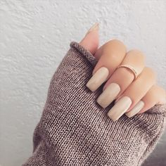 Model: Material: No harsh adhesives that would damage your nails Formaldehyde Free. Keeping toxic chemicals and compounds away from your nails. Gorgeous Nails, Pretty Nails, Nude Nails, Acrylic Nails, Stiletto Nails, Coffin Nails, Hair And Nails, My Nails, Nail Games