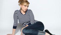 スカーレット ・ ヨハンソン ストライプ セーターを身に着けています。