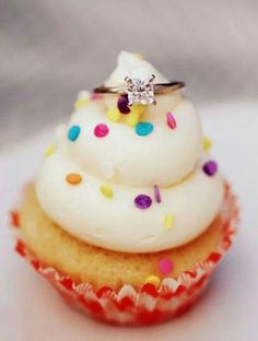23 fashionable winter wedding proposals and pretty engagement rings ideas 20 Wedding Proposals, Marriage Proposals, Marriage Advice, Beautiful Cupcakes, Love Cupcakes, German Chocolate Cupcakes, Order Cupcakes, Pretty Engagement Rings, Take The Cake