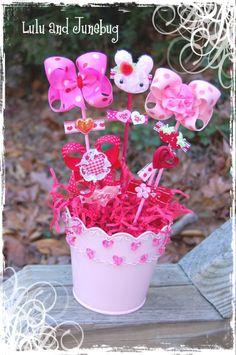 Bow bouquet-A fantastic girls gift! Ribbon Hair Bows, Diy Hair Bows, Ribbon Crafts, Flower Crafts, Bow Bouquet, Bouquets, Crafts To Make, Diy Crafts, Baby Time