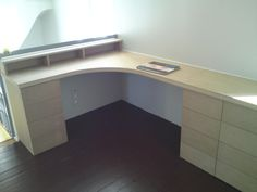 Bureau informatique d 39 angle design avec rangement blanc - Bureau d angle sur mesure ...