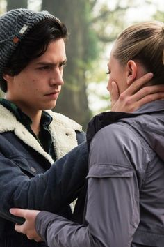 8 Reasons You Should Start Shipping Jughead and Betty on Riverdale