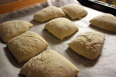 Rapeakuoriset vehnäsämpylät - Kulinaari-ruokablogi Bread, Food, Brot, Essen, Baking, Meals, Breads, Buns, Yemek
