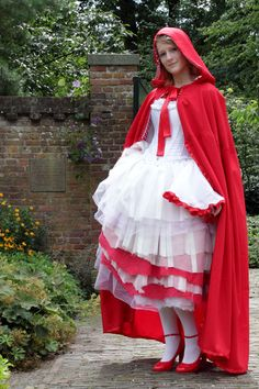 another Red Riding hood cape spotting - this time at Icedrop!