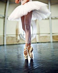ballet, I wish I were a ballerina! Shall We Dance, Lets Dance, Ballerinas, Ballet Dancers, Pointe Shoes, Ballet Shoes, Ballet Feet, Toe Shoes, La Pointe