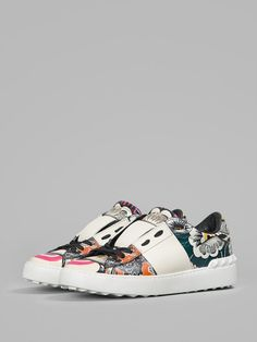 Sneakers Fashion, Shoes Sneakers, Valentino Garavani Sneakers, Ss 15, Black Laces, Shoe Box, Designer Shoes, Trainers, Baby Shoes