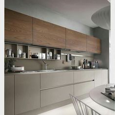The best modern kitchen design this year. Are you looking for inspiration for your home kitchen design? Take a look at the kitchen design ideas here. There is a modern, rustic, fancy kitchen design, etc. Modern Kitchen Cabinets, Home Kitchens, Contemporary Kitchen, Kitchen Remodel, Kitchen Cabinet Design, Kitchen Decor, Kitchen Interior, Interior Design Kitchen, Modern Kitchen Design