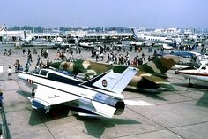 Le Bourget, 13 June 1987.  Two Chinese fighters in Paris! Both very old designs.  The FT7 looks like a MiG-21, which it is of course. The A5 Fantan is a ground attack version of the MiG-19.  Two years later the Chinese aviation industry brought in the F8-II, a kind of stretched MiG-21.
