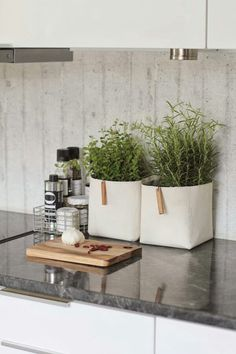 Simple, but nice, solution for herbs. * Beautiful.
