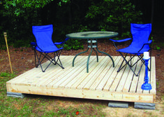 DIY Patio: Decks and patios are a great way to add living space without major home renovations and you can build them yourself! Check out these DIY patio projects to get you started! Building A Floating Deck, Building A Deck, Building Permit, Wood Patio, Diy Patio, Pallet Patio Decks, Portable Deck, Design Cour, Ground Level Deck